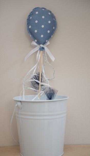 Μπομπονιέρα βάπτισης υφασμάτινη με το μπαλόνι σε στικ