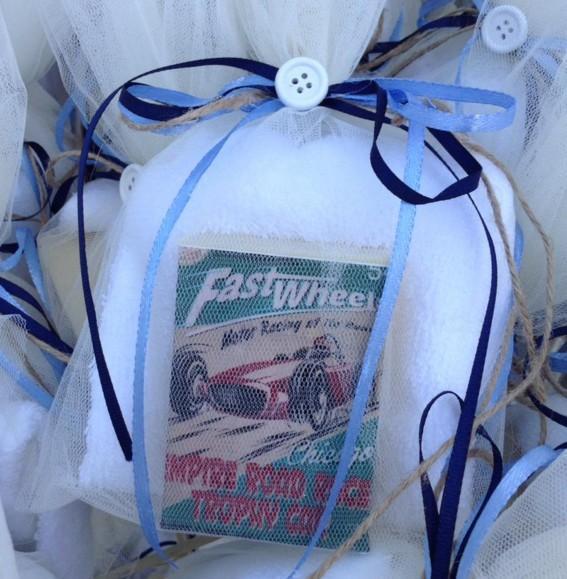 Με φόρμουλα-cars ρετρό σαπουνάκι-πετσέτα για μπομπονιέρα βάπτισης