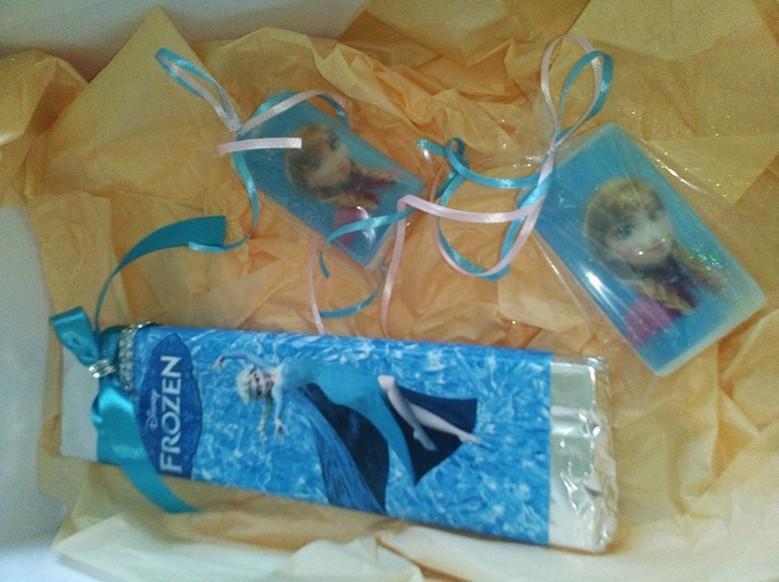 Μπομπονιέρα βάπτισης σαπουνάκι πλακέ με Frozen πριγκίπισσες