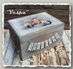 Η βέσπα σε νέο σχέδιο για κουτί βάπτισης