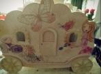 Η άμαξα θέμα σε κουτί βάπτισης