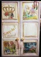 Ντουλάπα ρούχων με κάστρα κορόνα-πριγίπισσα