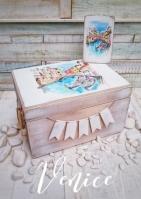 Η Βενετία ρετρό κουτί ρούχων βάπτισης