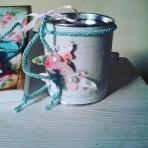 Mεταλλικό κουτί με πεταλούδες-τριαντάφυλλα