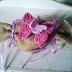 Πορσελάνης πεταλούδες σε λινάτσα καραμέλα