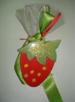 Μπομπονιέρα μαγνητάκι από πορσελάνη φράουλα