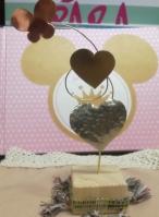 Μεταλλικές καρδιές-πεταλούδα σε σταντ ξύλου