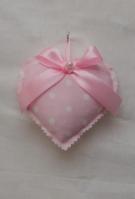 Καρδιά κρεμαστή μαξιλαράκι σε πουά ροζ