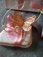 Πεταλούδα χάλκινη σε πέτρα με stencil και πάστα