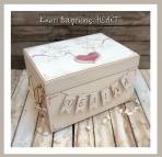 Με την καρδιά και όνομα κουτί για βαπτιστικά ρούχα