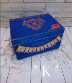 Κουτί ρούχων με οικόσημο μονόγραμμα
