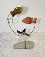 Δυο ψαράκια και αστερίας σε σταντ βότσαλο