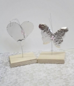 Σφυρήλατες πεταλούδες αλουμινίου σε σταντ