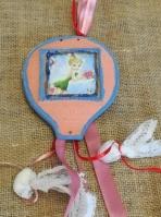 Η Τίνκερμπελ σε καδράκι αερόστατο