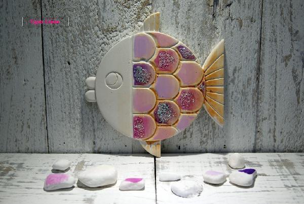 Ψαράκι ροζ κεραμική μπομπονιέρα βάπτισης ελληνική προσιτή στο χέρι