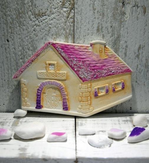Ροζ κεραμική ζωγραφιστή μπομπονιέρα βάπτισης με θέμα σπιτάκι