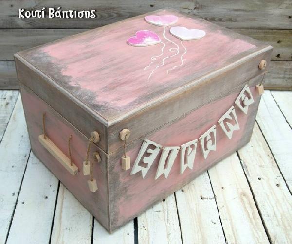 Πρωτότυπο ξύλινο vintage κουτί βάπτισης με όνομα μωρού και καρδούλες