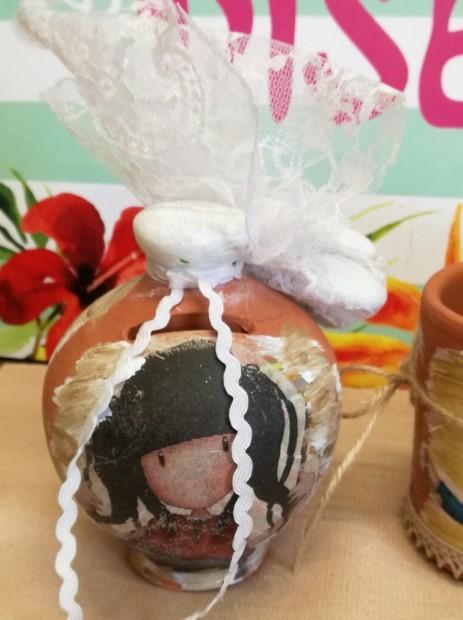 Μπομπονιέρα βάπτισης κουμπαράς με gorjuss κούκλες σε ντεκουπάζ