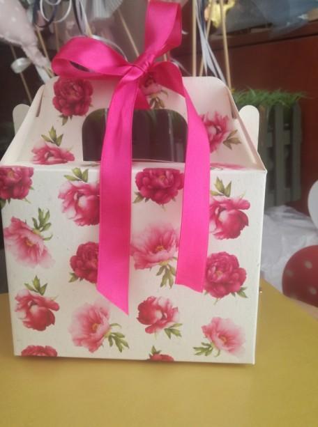 Βάπτισης μπομπονιέρα σε κουτί lunch-box με τριαντάφυλλα