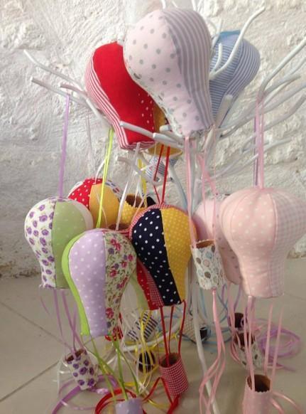 Μπομπονιέρα βάπτισης vintage αερόστατο κρεμαστό πολύχρωμο μαξιλάρακι
