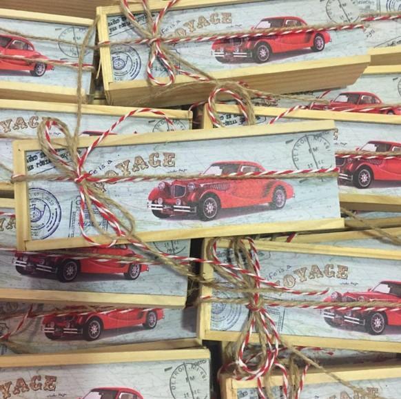 Μπομπονιέρα βάπτισης μολυβοθήκη κουτί ξύλου με αυτοκίνητα εποχής