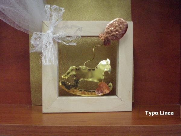 Καδράκι με αλογάκι-καρουσέλ από μέταλλα ευγενή μπομπονιέρα βάπτισης