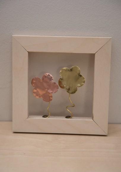 Χειροποίητη μπομπονιέρα Βάπτισης καδράκι με λουλούδια μεταλλικά