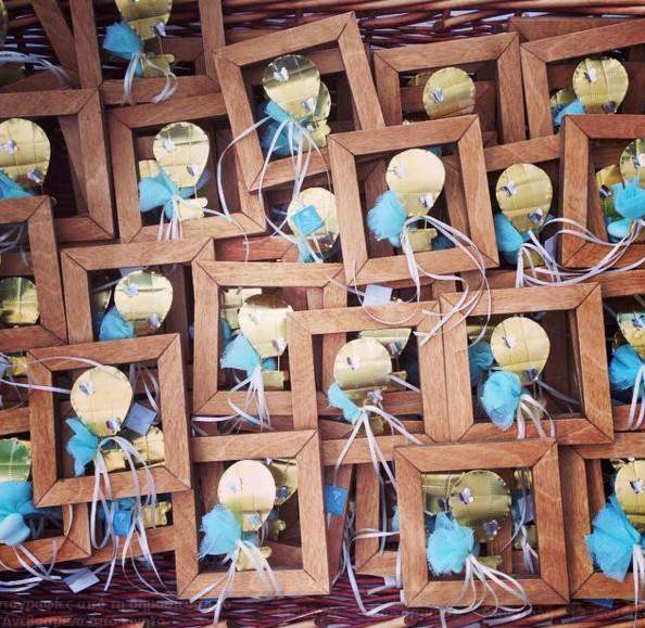 Βάπτισης μπομπονιέρα αερόστατο από ορείχαλκο σε καδράκι ξύλινο