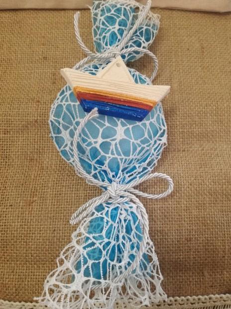 Μπομπονιέρα βάπτισης καραμέλα με δίχτυ και βαρκούλα πήλινη